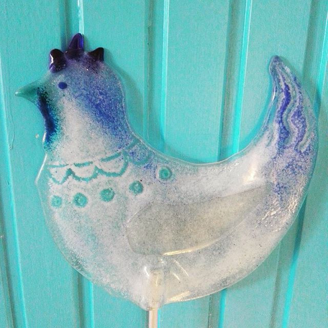 Weißblaues Huhn, Recycling Glas