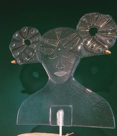 Widderfrau, Recycling Glas, Aries Roman,