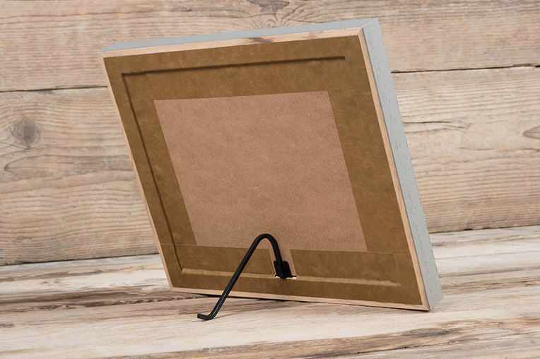 A neat and professional finish at the back with metal stand for display.