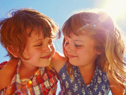 תקשורת חיובית בין ההורים מאפשרת התמודדות טובה של ילדים עם משבר הגירושין