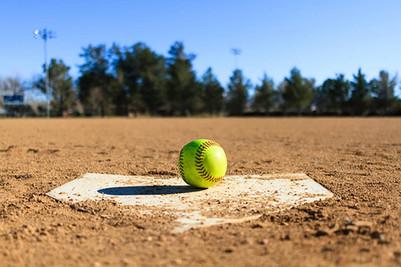 10415821_web1_softball.jpg