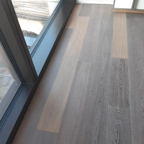 Contrasting, non matching floorboards