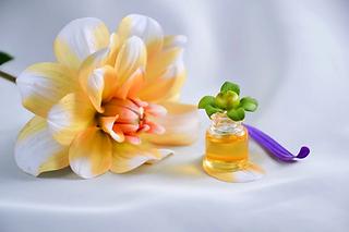 essential-oil-4065556_1280.webp