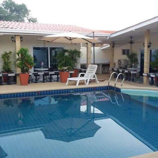 10 Room Pool Villa Na Jomtien (10).jpg