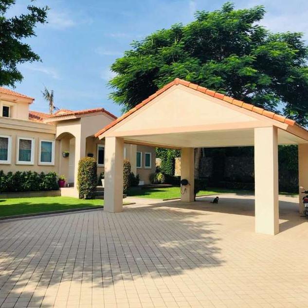 East Pattaya Luxurious Pool Villa  (1).j