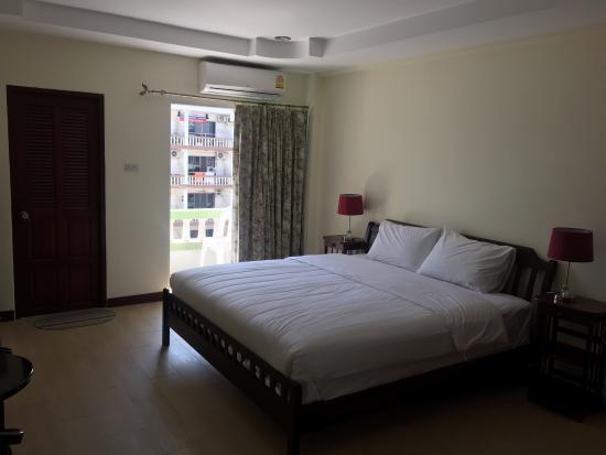 Pratumnak 12 Rooms Guesthouse for Sale (