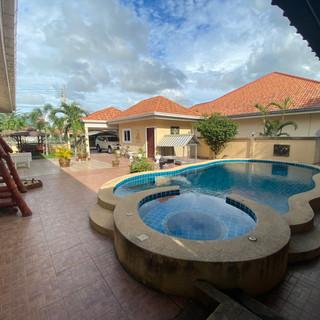 Private Pool House East Pattaya (14).jpg