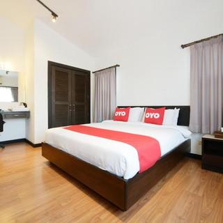22 Room Hotels + Restaurant Take Over (7