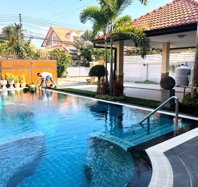 Center Pattaya 5 Bedroom Pool Villa (15)