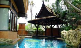 Luxurious Pool Villa (3).jpg