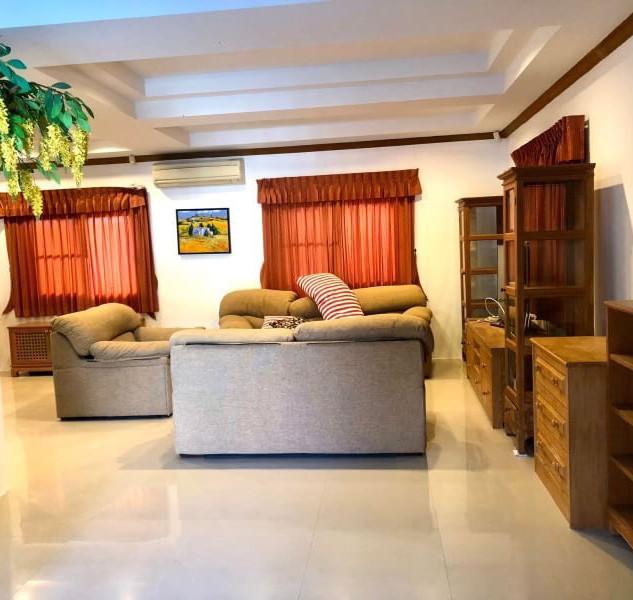 Center Pattaya 5 Bedroom Pool Villa (14)