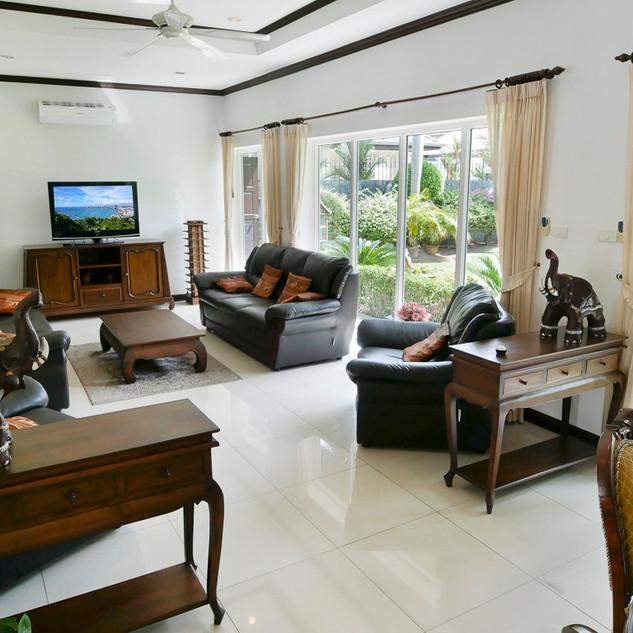 5 Bedroom Pool Villa East Pattaya (21).j
