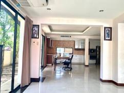 12m THB 3 Bedroom Villa North Pattaya (1).jpg