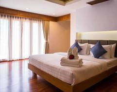 Luxurious Pool Villa (10).jpg