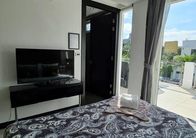 Jomtien Luxurious 5 Bedroom Villa (17).j