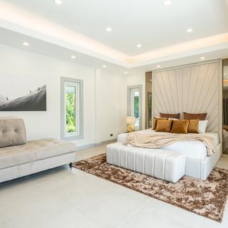 Jomtien 4 Bedroom Luxurious Pool Villa in Village (11).jpg