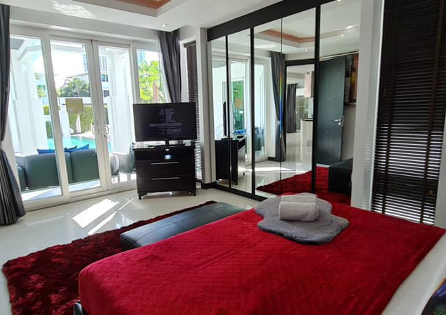 Jomtien Luxurious 5 Bedroom Villa (20).j