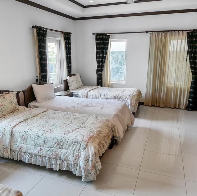 5 Bedroom Pool Villa East Pattaya (9).jp
