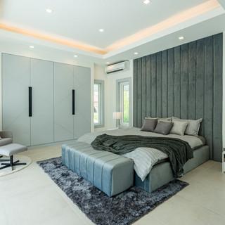 Jomtien 4 Bedroom Luxurious Pool Villa in Village (12).jpg