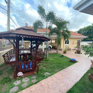 Private Pool House East Pattaya (2).jpg