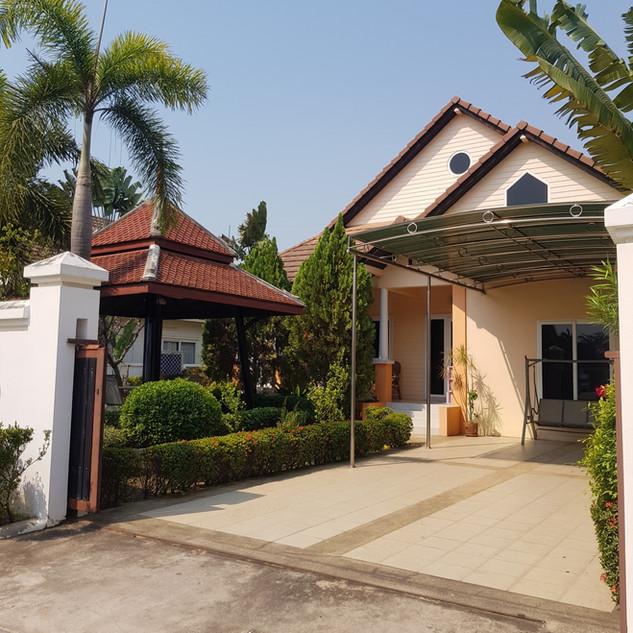 Jomtien 4 Bedrooms Pool Villa Sale  (3).