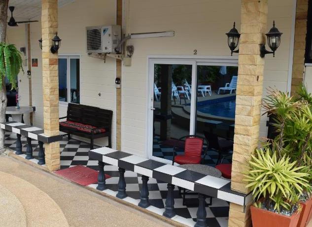 10 Room Pool Villa Na Jomtien (3).jpg