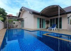 Jomtien 3 Bedroom Pool Villa (3).jpg