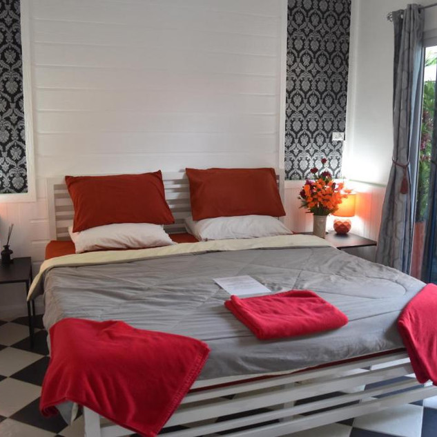 10 Room Pool Villa Na Jomtien (18).jpg