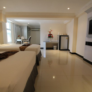 Luxurious Hotel Building for Sale   (10)
