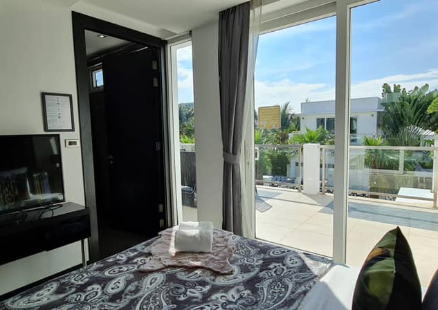 Jomtien Luxurious 5 Bedroom Villa (4).jp