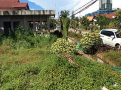 600 Sqm Land with building near beach (1