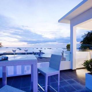 Luxury Beach front Pool villa Na Jomtien (7).jpg
