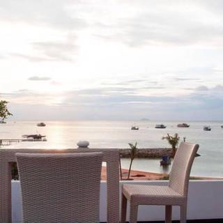 Luxury Beach front Pool villa Na Jomtien (4).jpg