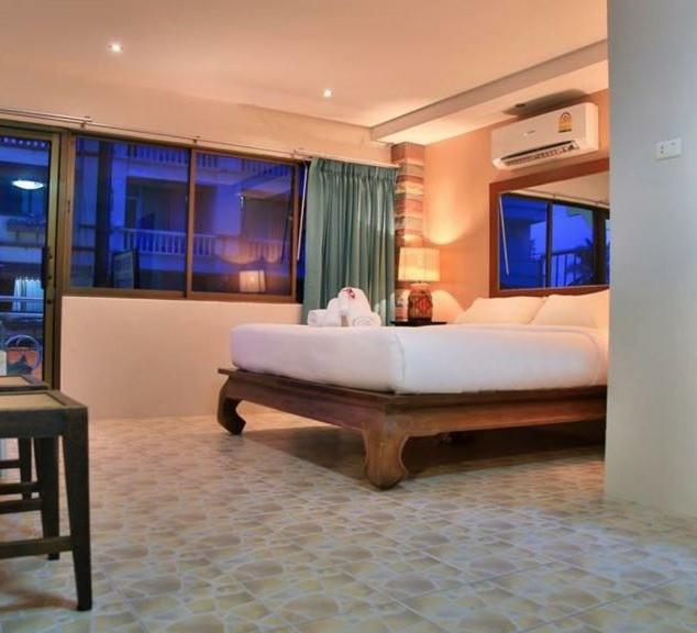 Jomtien 13 Room Guesthouse for Sale  (9)