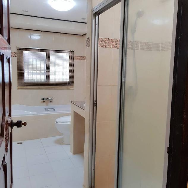 4 Bedroom House Center Pattaya (9).jpg