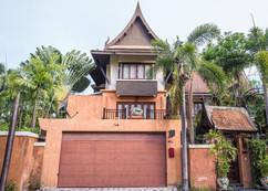 Luxurious Pool Villa (2).jpg