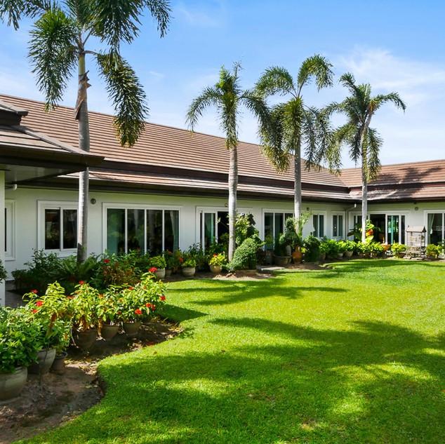 5 Bedroom Pool Villa East Pattaya (16).j