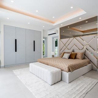 Jomtien 4 Bedroom Luxurious Pool Villa in Village (8).jpg