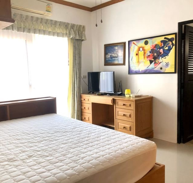 Center Pattaya 5 Bedroom Pool Villa (9).