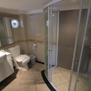 Luxurious Hotel Building for Sale   (11)