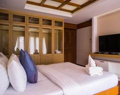 Luxurious Pool Villa (11).jpg