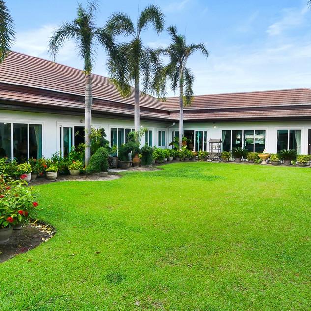 5 Bedroom Pool Villa East Pattaya (13).j