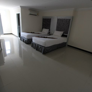 Luxurious Hotel Building for Sale   (23)