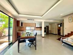 12m THB 3 Bedroom Villa North Pattaya (3).jpg