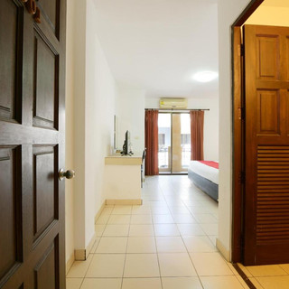 22 Room Hotels + Restaurant Take Over (3
