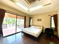 12m THB 3 Bedroom Villa North Pattaya (7).jpg