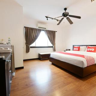 22 Room Hotels + Restaurant Take Over (9