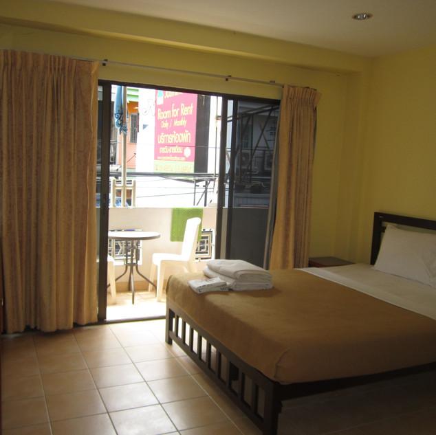 23 Rooms 2 shops rental (29).JPG