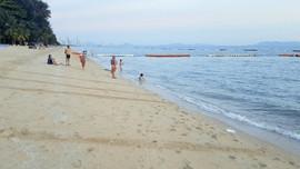 Pratumnak beach.jpg