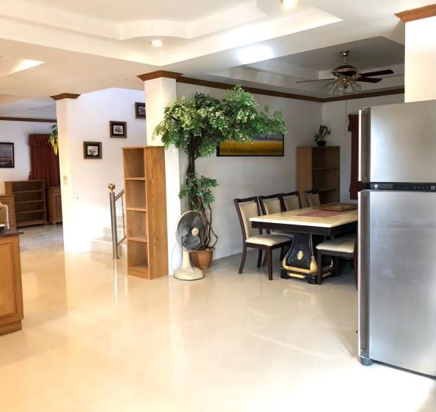 Center Pattaya 5 Bedroom Pool Villa (11)